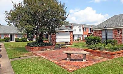 Courtyard, Towne Oaks Apartments, 1
