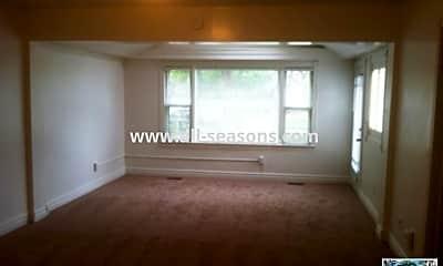 Living Room, 914 S Cascade Ave, 1