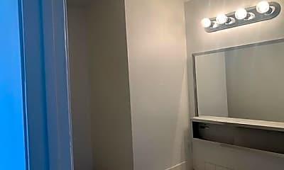 Bathroom, 4300 N Lamont St 293, 2