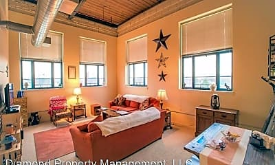 Living Room, 723 S Main St, 0