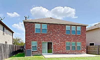 Building, 405 Centroloma Street, 2