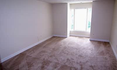Living Room, 905 Woodbridge Ct M, 2