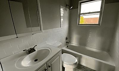 Bathroom, 165 Delhi St, 2