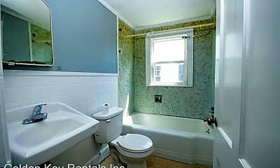 Bathroom, 907 N George St, 2