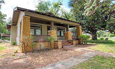 Building, 2915 N Harvey Pkwy, 2