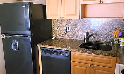 Kitchen, 8290 Lake Dr 319, 2