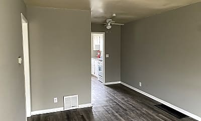 Living Room, 4323 E Linwood Blvd, 1