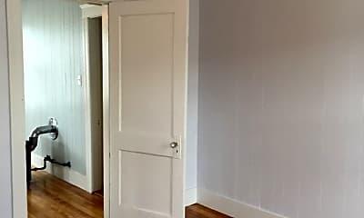 Bedroom, 638 Grafton St, 2