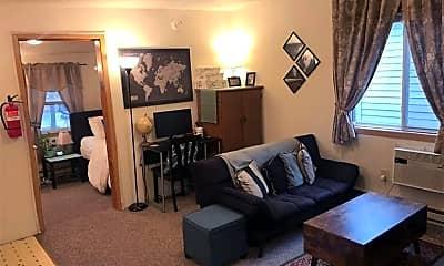 Bedroom, 532 S Dubuque St, 1