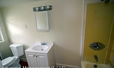 Bathroom, 912 St Paul St, 2
