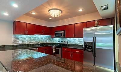 Kitchen, 1702 Atlantic St 1E, 1