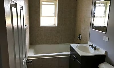 Bathroom, 4725 S Michigan Ave, 2