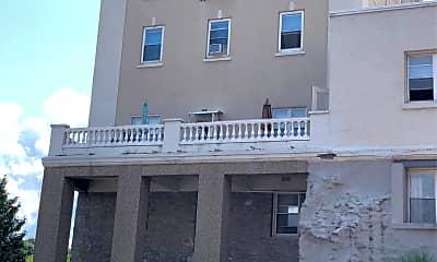 Pontiac Terrace Apartments, 2