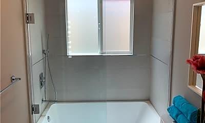 Bathroom, 4415 W Exposition Blvd, 2