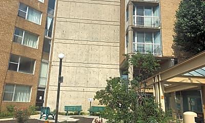 Plaza Apartments, 2