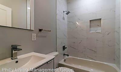 Bathroom, 2409 W Thompson St, 1