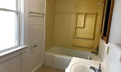 Bathroom, 1404 S Main St, 2