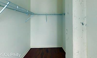 Bathroom, 1642 Fairmount Ave, 2
