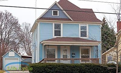 Building, 138 Travis St NE, 1