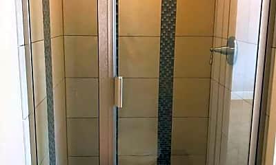 Bathroom, The 4700, 2