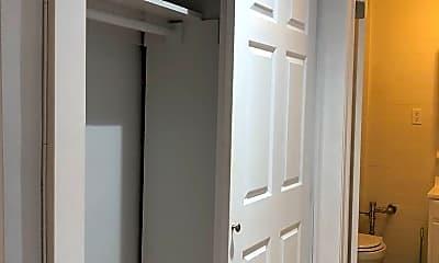 Bathroom, 1115 Willmohr St, 2