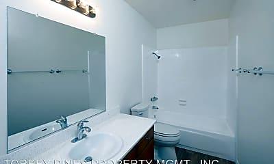 Bathroom, 4030 Louisiana St, 2