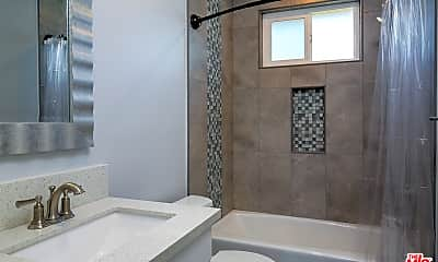 Bathroom, 1136 Spazier Ave 8, 2