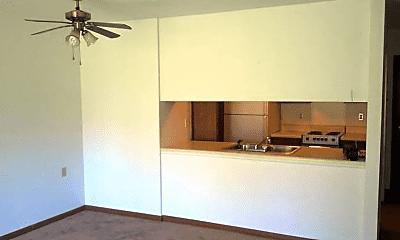 Living Room, 81393 Belle River Rd, 2