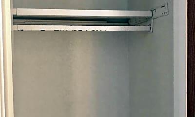 Bathroom, 709 Greenlawn Blvd, 2