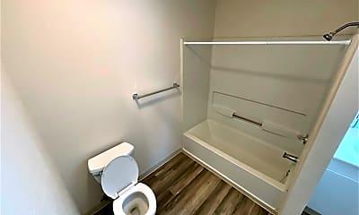 Bathroom, 2601 Delano Ave, 2