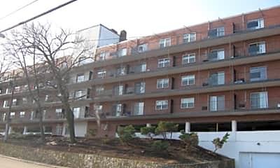 135 Quincy Avenue Apartments, 2