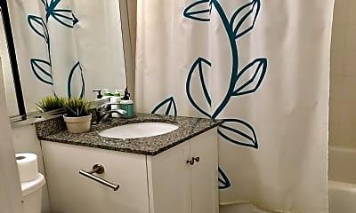 Bathroom, 35 River Dr S, 2