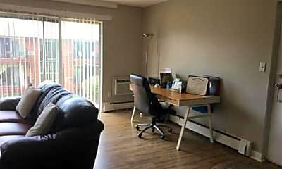 Living Room, 7 Crescent Dr, 2