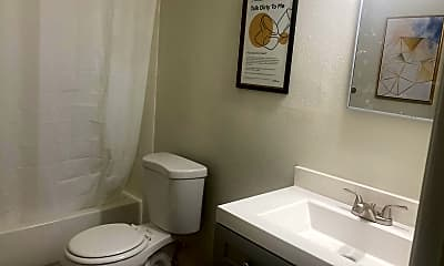 Bathroom, Room for Rent - Live in University Square, 0