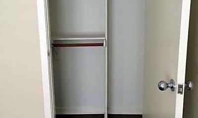 Lindbrook Manor Apartments, 2