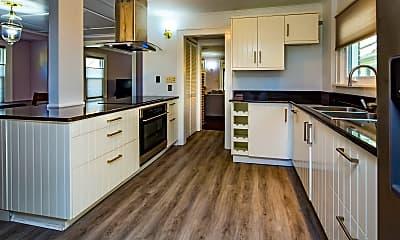 Kitchen, 208 E Bergen Pl, 1