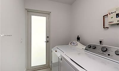 Bathroom, 235 Harbor Dr, 2