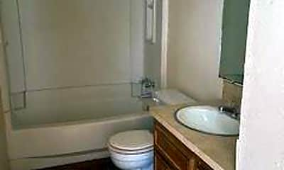 Bathroom, 1250 Elm St G, 2