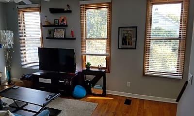 Living Room, 2409 Glenmawr Ave, 2