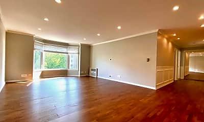 Living Room, 600 Thames Pkwy 2J, 1