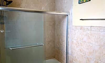 Bathroom, 1104 N 17th Ct 105, 2