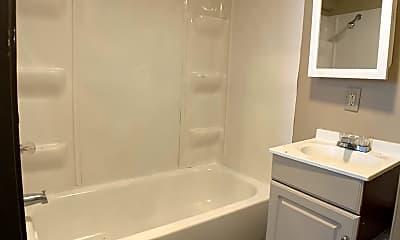 Bathroom, 925 E 9th St, 2