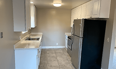 Kitchen, 476 Greendale Way, 2