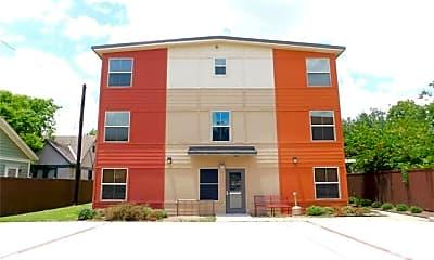 Building, 1512 N Elm St 203, 1