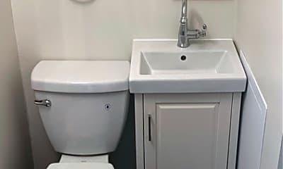 Bathroom, 504 3rd Ave S, 2