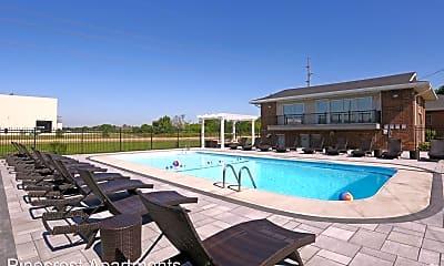 Pool, 515 Greenbriar Dr, 1