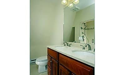 Bathroom, 26 Channing St, 2