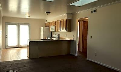 Kitchen, 728 Peachtree Pl, 1