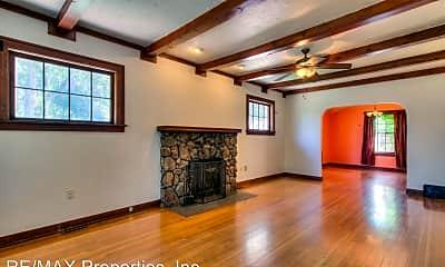 Living Room, 611 Columbia St, 2