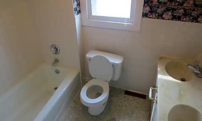 Bathroom, 1132 W Jefferson Blvd, 2